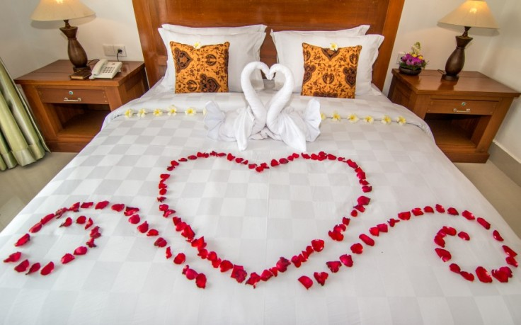 honeymoon-bed-decoration-2.jpg