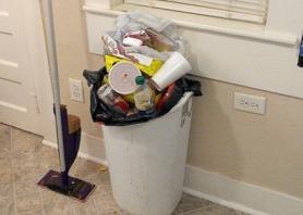Dirty_trash_can_overflowing.jpg